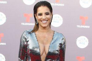 Gaby Espino irradia sensualidad desde el caribe mexicano y Adal Ramones no deja de darle halagos