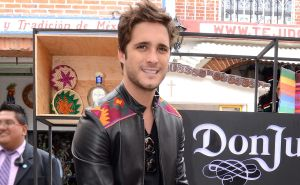 En ropa interior, Diego Boneta enamora bailando al estilo de Tom Cruise