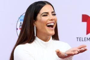 Sin sostén, Gaby Espino enciende los Premios Billboard 2020 con transparencias provocadoras