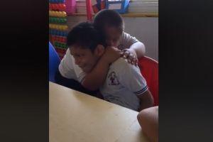 El conmovedor gesto de un niño con síndrome de Down con niño con autismo que se volvió viral