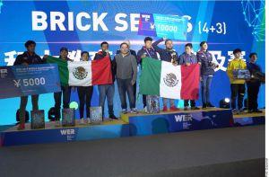 Estudiantes mexicanos arrasan en torneo de robótica en Shanghai