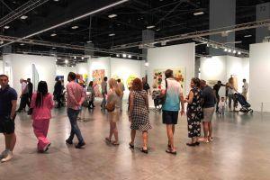 Art Basel 2019: una banana en la pared se robó el show, pero hubo menos público que el año pasado