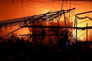 Incendio en mercado de la Ciudad de México deja dos muertos y numerosos daños
