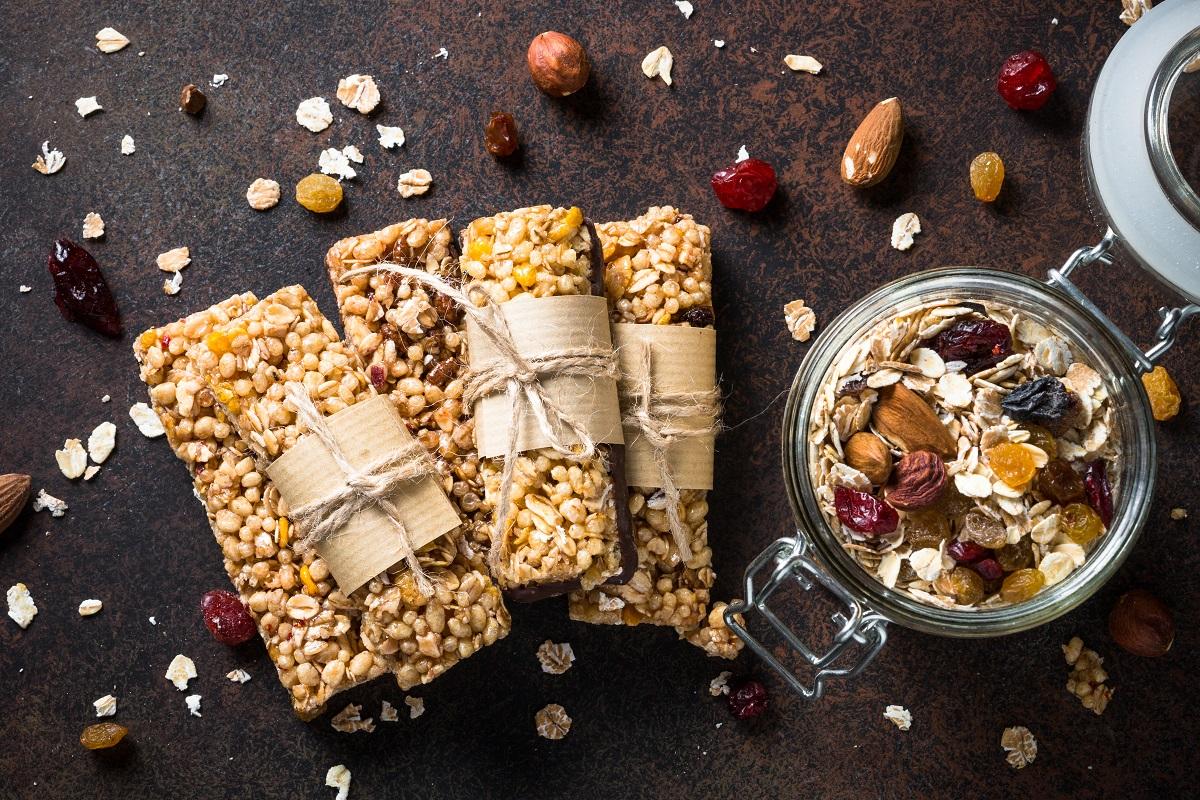 Prepara barras proteicas en casa, más saludables y livianas