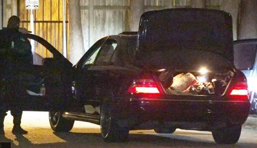 Texas: Durante persecución policial alguien salta del vehículo con un bebé en brazos