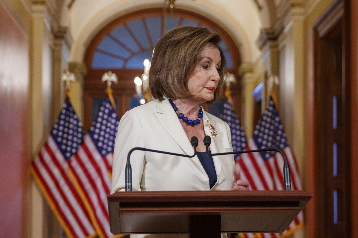 """Pelosi ordena redactar cargos contra Trump por """"abuso de poder"""" para su """"beneficio personal"""""""