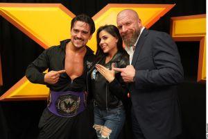 VIDEO: Luchador mexicano de la WWE gana campeonato y le pide matrimonio a su novia en el ring