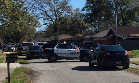 Encuentran a dos mujeres apuñaladas de muerte en residencia de Houston