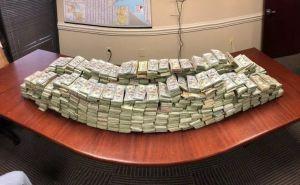 Encuentran $3 millones en efectivo escondidos en barriles con carne cruda. Podrían del narco