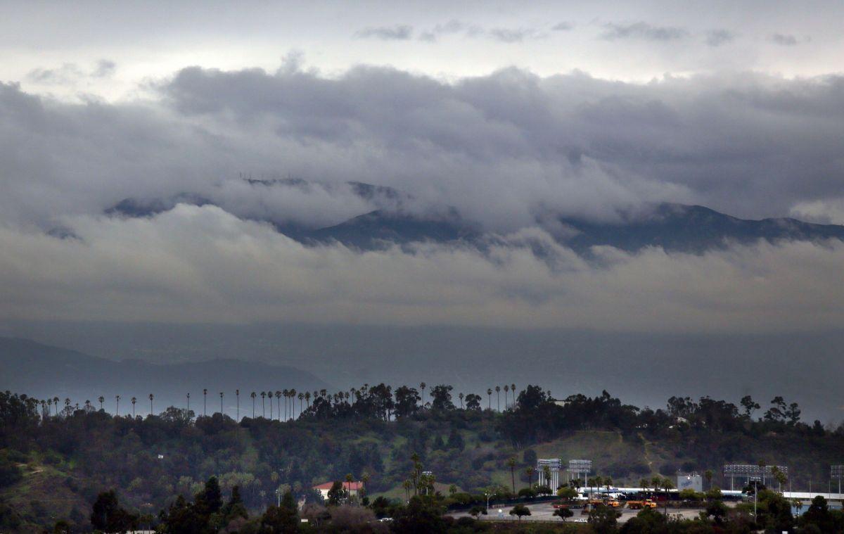 La furia del viento se deja sentir en el sur de California.