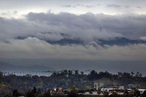 Fuertes vientos, llovizna y baja de temperaturas en el área de Los Ángeles