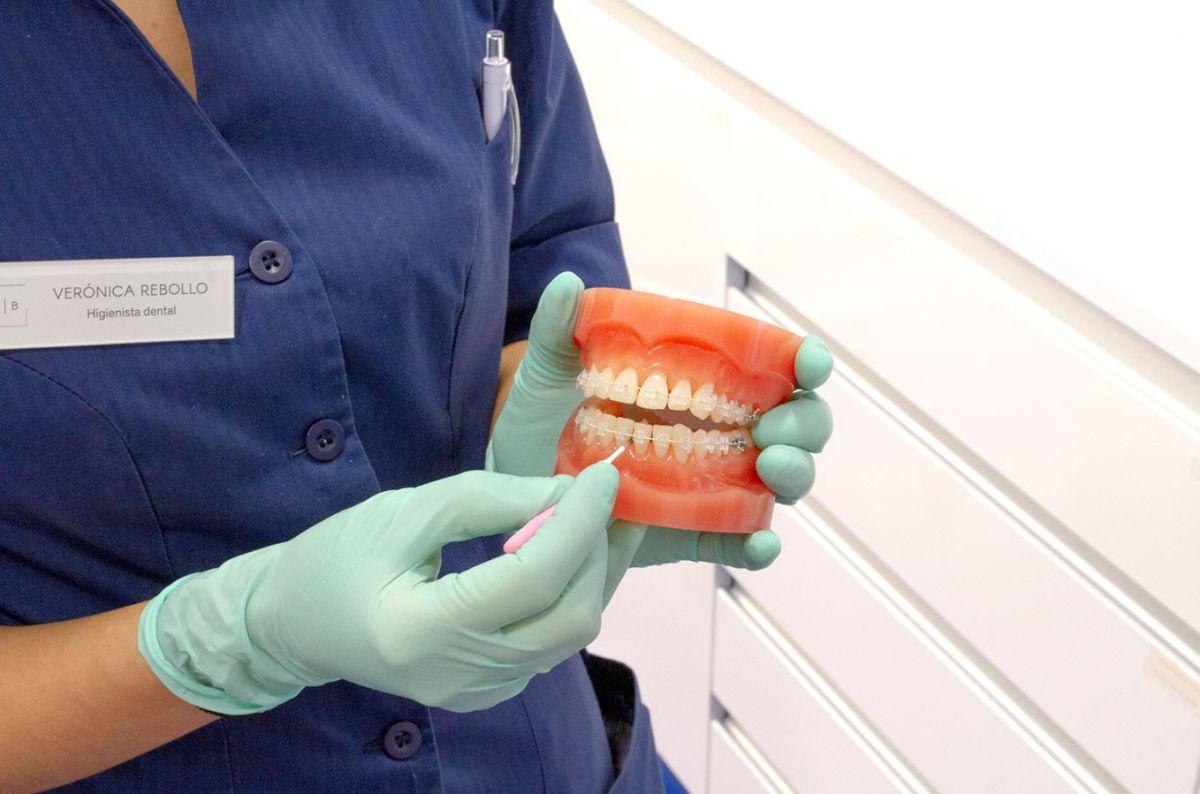 7 hábitos dentales a seguir para no dañar tus dientes durante la Navidad