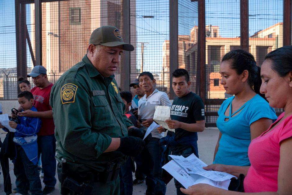 """Reprobación internacional a Trump por bloquear entrada de inmigrantes y """"perpetuar el racismo"""""""