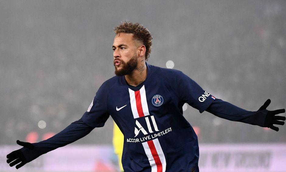 ¡Hay tiro! Neymar anotó con el PSG e hizo polémico gesto a la afición