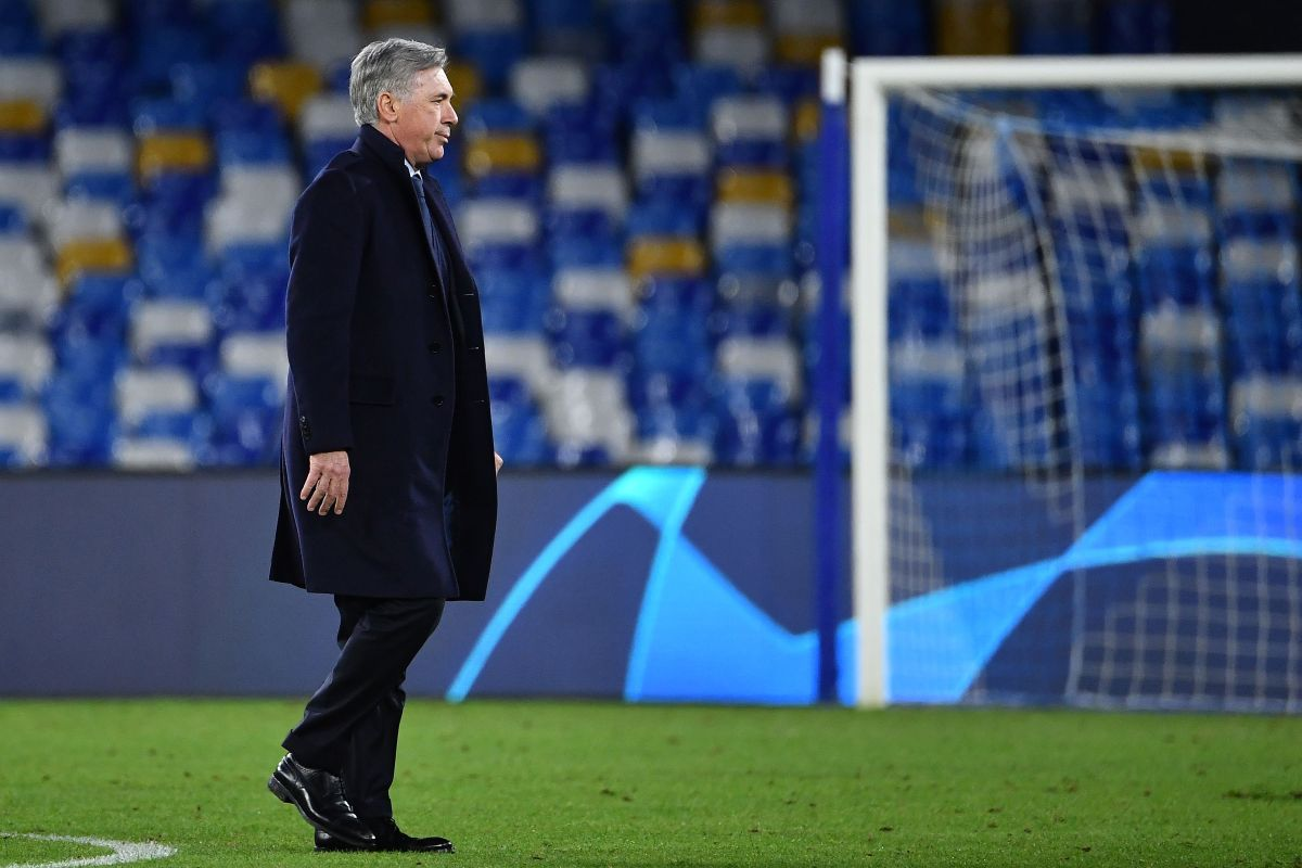 Napoli's Italian head coach Carlo Ancelotti goes to congratulate his players at the end of the UEFA Champions League Group E football match Napoli vs Genk on December 10, 2019 at the San Paolo stadium in Naples. (Photo by Tiziana FABI / AFP) (Photo by TIZIANA FABI/AFP via Getty Images)
