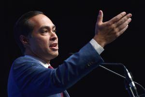 Julián Castro critica al Partido Demócrata por no incluir más voces latinas en la convención