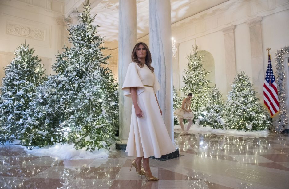 FOTOS: Melania Trump presume adelanto de la decoración navideña de la Casa Blanca