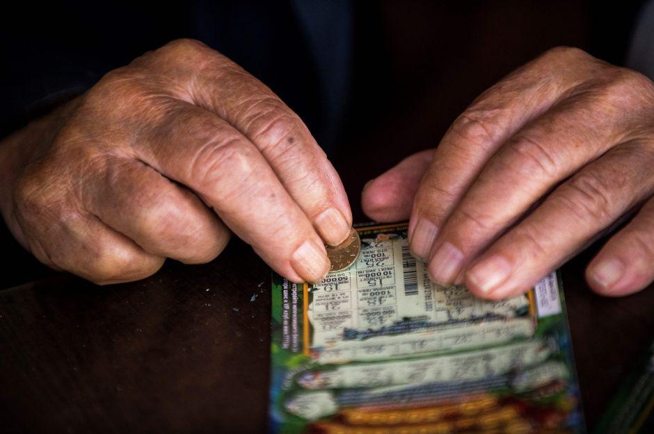 Ganó $30,000 dólares con el boleto de lotería rechazado por un amigo