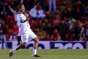 Ronaldinho causa sensación en las playas de Cancún