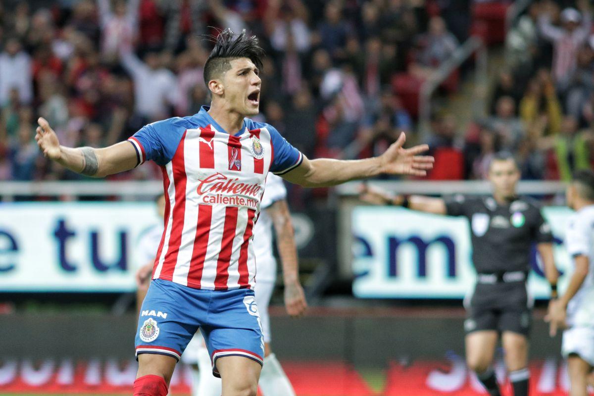 Alan Pulido con Chivas.
