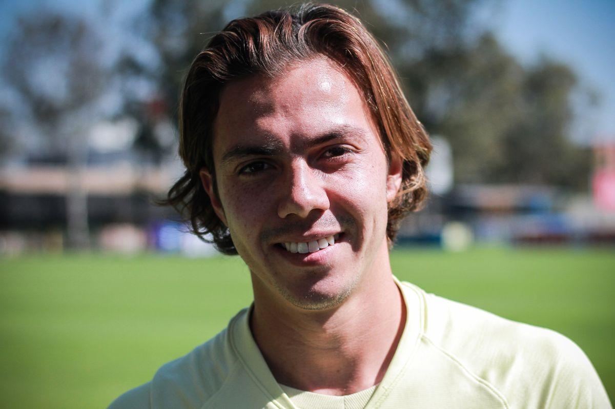 Sebastián Córdova puede jugar en casi cualquier zona del campo.