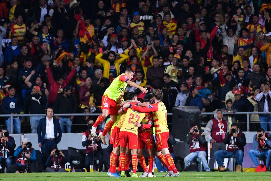Monarcas marca el 2-0 y pone contra la lona al Águila