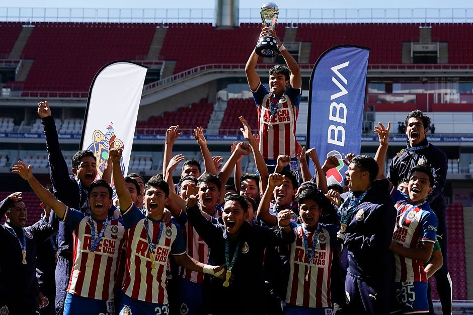 Chivas Sub 17 es campeón y dedica el título a Jorge Vergara
