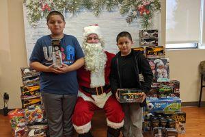 Llegaron a ver al doctor y se encontraron con Santa Claus