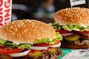 Burger King regala Impossible Whopper a pasajeros retrasados