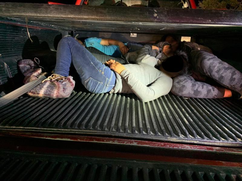 Patrulla Fronteriza ejecuta peligrosa maniobra en persecución de vehículo con inmigrantes
