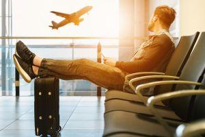 """Aerolínea pide a cinco pasajeros abandonar el avión porque estaba """"demasiado pesado"""" para volar"""