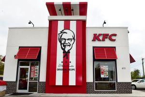 Mujer llama al 911 para reportar un error en su orden de KFC