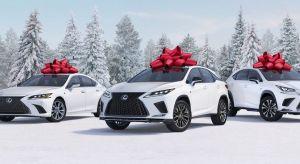 ¿La gente en serio compra autos nuevos para regalar en Navidad?