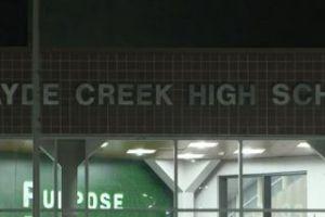 Una joven relata presunta violación en el interior de una preparatoria en Katy, Texas