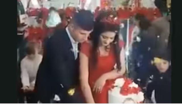 """Novio reacciona violentamente contra invitados a su boda por este """"pequeño"""" error"""