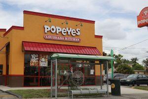 Popeye's, restaurante de comida rápida vende sándwich de pollo en $120,000 dólares