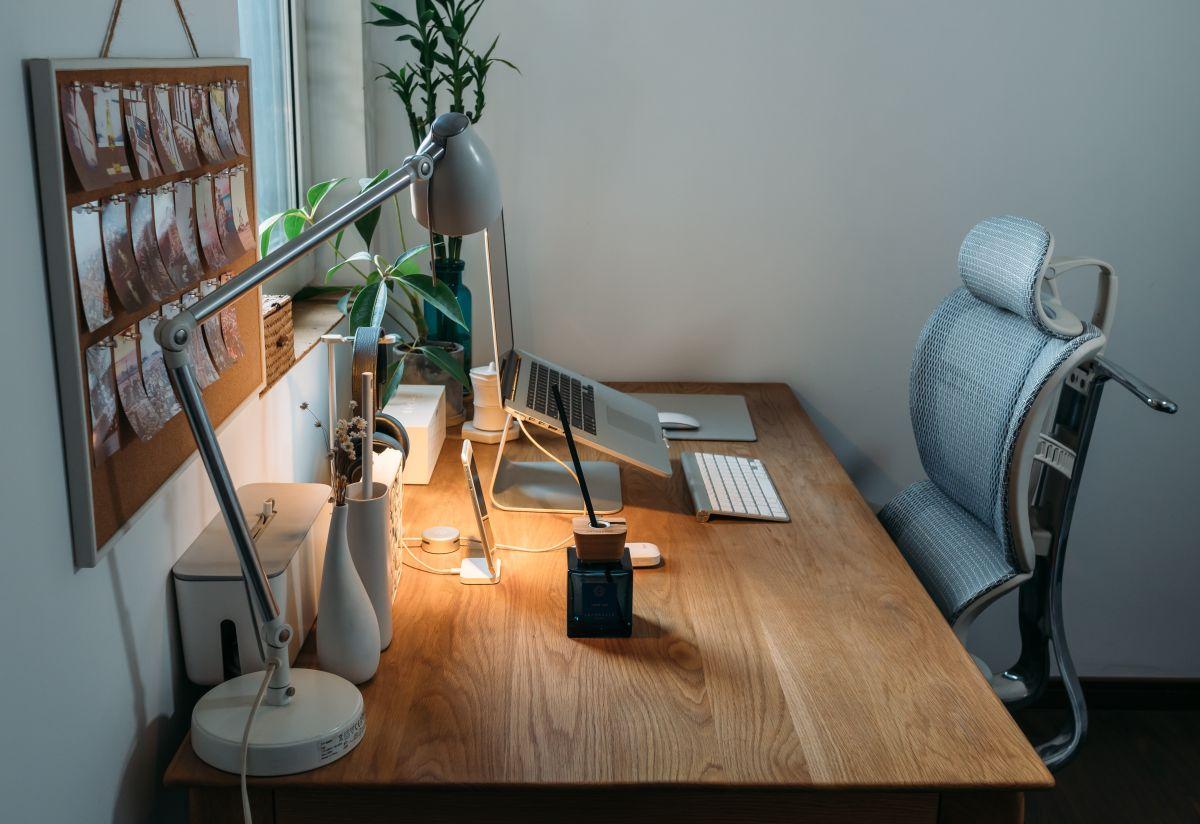 4 productos para usar tu computadora de forma más cómoda en el trabajo