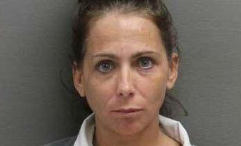 Sentencian a pervertida que enseñó a niña a realizar acto sexual con hot dog