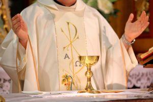 """Elemento de """"Los Zetas"""" interrumpe a sacerdote que daba misa por Facebook para extorsionarlo"""