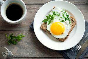 Qué es mejor en un huevo: ¿la yema oscura o clara?
