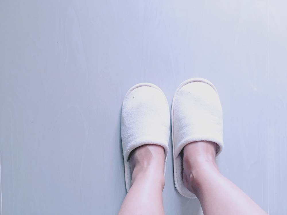 6 pantuflas con diseños ergonómicos para personas que sufren de fascitis plantar