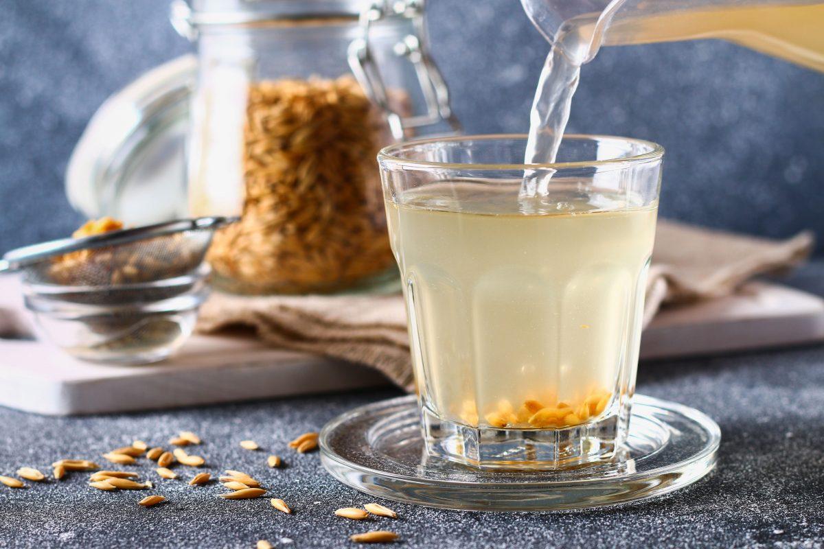 El agua de alpiste y canela es una bebida 100% natural y sin azúcares añadidos. También es buena para bajar de peso y combatir la diabetes.