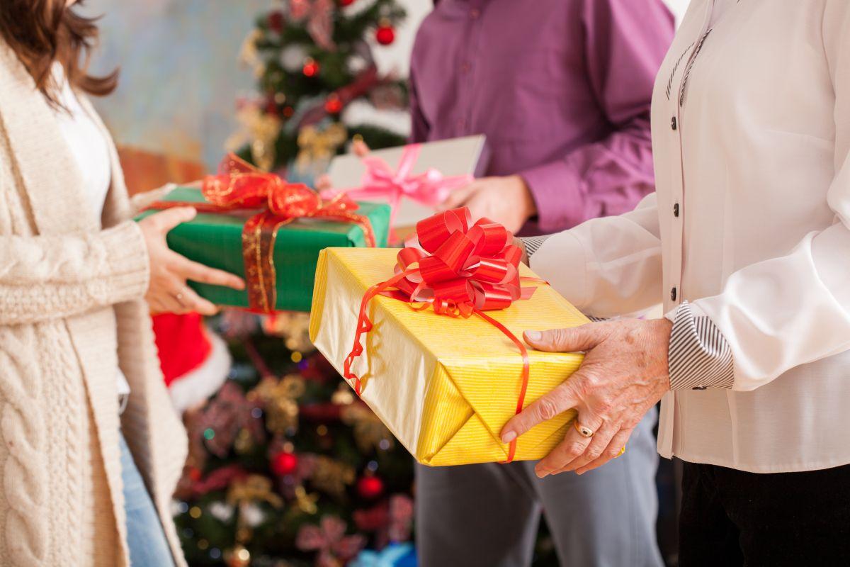 Muchas veces organizar un intercambio navideño resulta toda una hazaña.