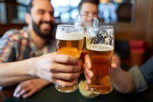 ¿Por qué el alcohol te produce diarrea y cómo evitarlo?