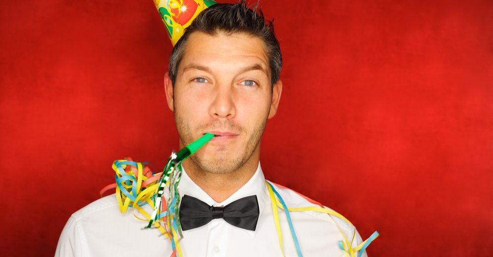 Ropa de hombre con los mejores descuentos para usar en la fiesta de despedida de año