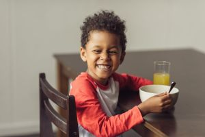 ¿Qué hacer para que el frenillo corto no afecte a tus hijos al comer y hablar?