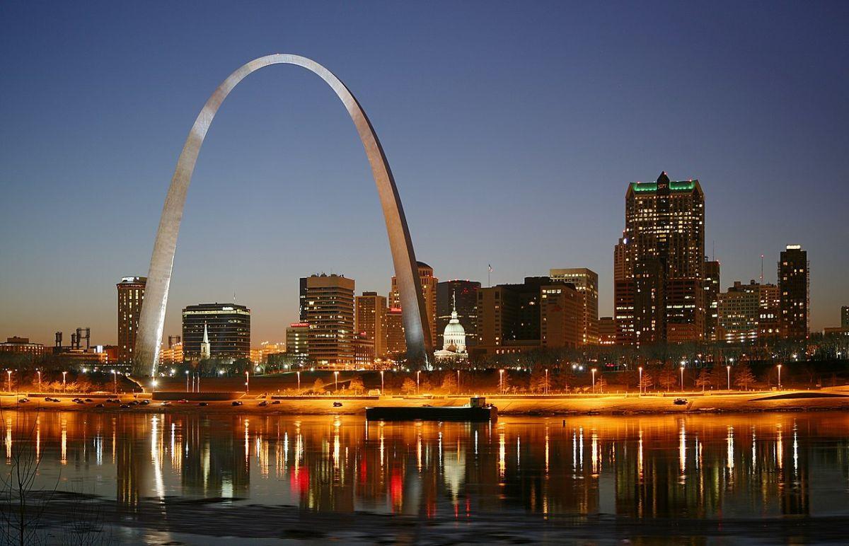 El representativo arco Gateway de la ciudad de San Luis, Missouri.