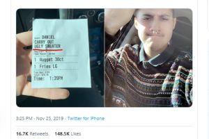 """Cliente de Chick-fil-A recibe la factura de sus nuggets con una insultante etiqueta que lo acusa de """"feo"""""""