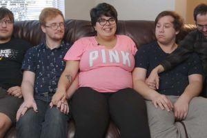 Mujer en Florida tiene 20 años, vive con tres de sus cuatro novios y está embarazada