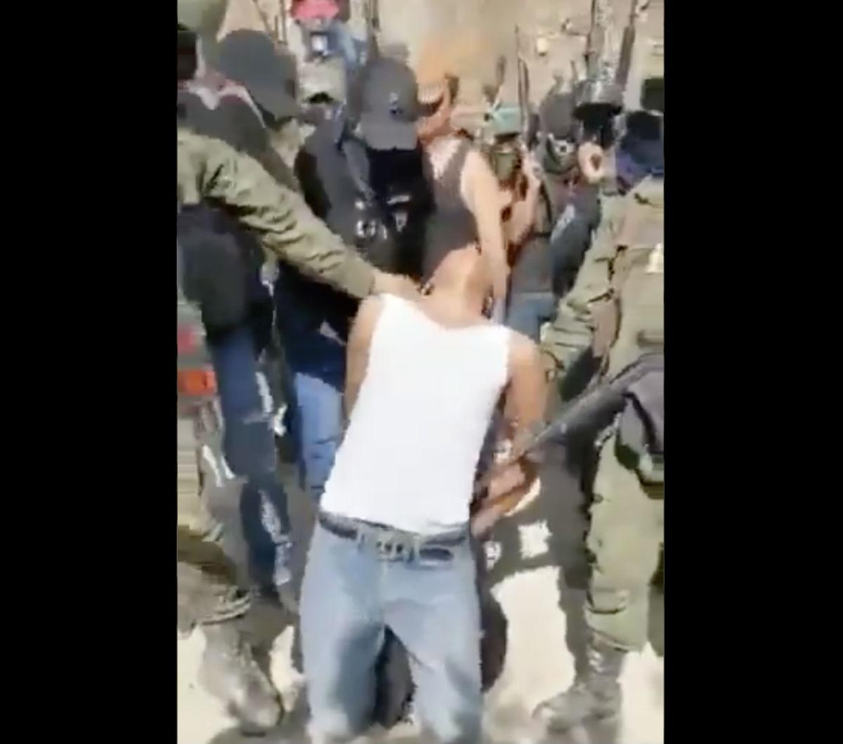 VIDEO: Interrogan, decapitan y descuartizan a supuesto 'halcón' en Guerrero